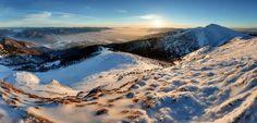 #praveslovenske Chleb (1 6456 m n. m.) je tretí najvyšší vrchol Malej Fatry. Nachádza v Krivánskej Fatre na hlavnom hrebeni a od Veľkého Kriváňa ho oddeľuje Snilovské sedlo. Na jeho vrchole sa rozprestiera rovnomenná Národná prírodná rezervácia Chleb.  Chleb sa nachádza v Krivánskej Malej Fatre na hlavnom hrebeni neďaleko vrcholov Veľký Kriváň a Poludňový grúň. Je výborným vyhliadkovým bodom s kruhovým výhľadom. Jeho severné svahy sú zvláštne vytvarované na tzv. chlebské kotle pozostatok po…
