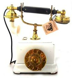 I'd only hook up my land line to have this phone bedside.) it'd be amazing to switch my intercom to an old phone as well. Vintage Phones, Vintage Telephone, Antique Phone, Call Me Maybe, Home Phone, Paris Apartments, Landline Phone, Vintage Antiques, Old Things
