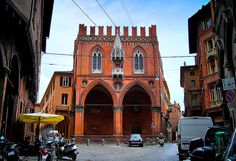 Bologna, the capital of the Emilia Romagna region of Italy is a leading university city and one of the country's most beautiful – together with ancient buildings the city is driven by a modern energy and dynamic cultural life. Apart from the top five attractions recommended below be sure to try the famous Bologna cuisine. [...]