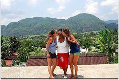 Catalina con turistas. Vinales, Terrace, Fences, Entryway, Cities
