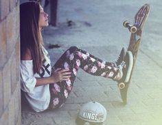Quem pensa que a moda skate só pertence aos meninos está muito enganada. Agora, ela invadiu o nosso guarda-roupa também!
