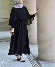 Long Dresses Hijab - A style staple of almost every woman's wardrobe is their collection of long dresses. Hijab Gown, Hijab Dress Party, Hijab Style Dress, Hijab Chic, Ootd Hijab, Islamic Fashion, Muslim Fashion, Modest Fashion, Fashion Outfits