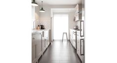 Shaker Galley Kitchen :: deVol Kitchens