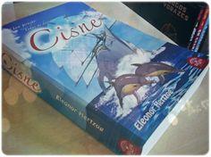 Não deixem de conferir a resenha de CISNE no blog: http://delivroemlivro.blogspot.com.br/2013/04/resenha-122-cisne-de-eleonor-hertzog.html
