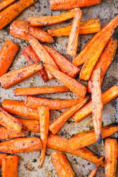 Oven Roasted Carrots make a great side dish that pairs perfect with almost any main course! These cooked carrots are oven roasted with a few seasonings. Carrots In Oven, Oven Roasted Carrots, Roasted Vegetable Recipes, Veggie Recipes, Carpaccio Recipe, Veg Dishes, Side Dishes, Whole Roasted Cauliflower, Carrot Recipes