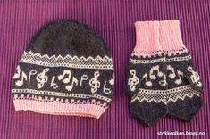 Lue med noter på - med oppskrift (Strikkepiken) Knitted Animals, Knitted Hats, Baby Barn, Knit Crochet, Crochet Hats, Bonnet Hat, Handicraft, Ravelry, Headbands