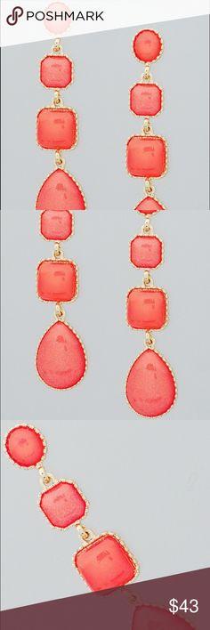 🌺🌼🌺SALE Gold Tone Shape Teardrop Earrings with Shimmer 🌺PRICE IS FIRM UNLESS BUNDLED🌺 Jewelry Earrings