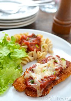 This Chicken Parmesan Crusted Chicken Breast is only 146 calories! What a perfect healthy spin on our favorite Chicken Parmesan recipe! |diettaste.com