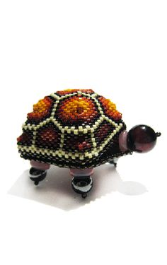 Julia S. Pretl - 'Tiny Turtle' - Pattern can be Purchased at:  http://www.beadcave.com/julia/box_patterns.html