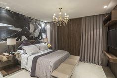 Suíte, quarto de casal, decoração de suíte, decoração, decoração de quarto de casal, lustre, abajour, iluminação para quarto, lustre para quarto, marcenaria, madeira, criado-mudo, móveis para quarto, recamier, painel para quarto, armário, cortina para quarto, cortina