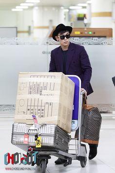 TOP (Choi Seung Hyun) ♡ #BIGBANG Vip Bigbang, Daesung, Airport Style, Airport Fashion, Top Choi Seung Hyun, Korean Boy Bands, Jiyong, Korean Music, Top Of The World
