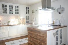 Kjøkkenøy med 'benkeplate' helt ned