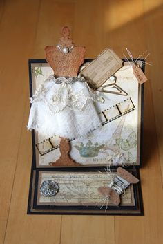 My GF made this beautiful Easel card.  So I posted her card on my Blog:)