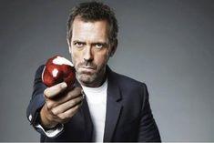 Hugh Laurie, une piqûre de rappel ? Dès la canne du Dr House rangée au placard, l'acteur avait promis, juré, craché qu'il ne remettrait plus les pieds dans la lucarne. Et s'il avait changé d'avis ? - soirmag.be