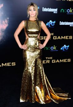 Seems like a powerful queen under this fully golden dress