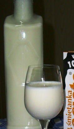 Czy słyszeliście o śmietanówce? Ostatnio mój mąż wpadł do domu z rewelacją: - Słyszałaś? Podobno śmietanówka jest pyszna! - A co to je... Homemade Liquor, Irish Cream, Cocktails, Drinks, Glass Of Milk, Projects To Try, Food And Drink, Gourd, Food