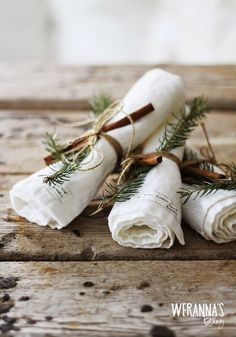 natural table touches: evergreen and cinnamon