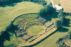Sanxay : théâtre gallo-romain