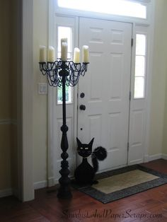 Repurpose the old chandelier into a Candelabra! Brilliant and beautiful and doesn't have to be black for Halloween. Casa Halloween, Theme Halloween, Halloween Projects, Holidays Halloween, Halloween Decorations, Halloween Fence, Halloween Maze, Halloween Labels, Halloween Village
