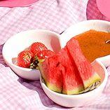 Kinuskia voi tarjota myös dippikastikkeena marjoille ja hedelmille. Watermelon, Fruit