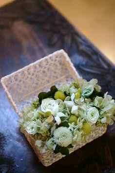 ・・・・・・・・・・・・・・・・ 天候にも恵まれ本当に幸せな一日でした。 岩橋さんにお願いしたお花達は どれも素敵でゲストの方々にも大好評で...