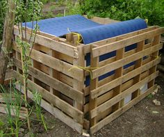 Recycle pallet and build a compost bin for your garden for less than $15
