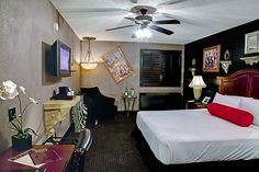 Don't adjust that picture - stay in the quirky and artful #Artisan #LasVegas room and it'll all make sense.
