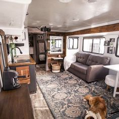 rv remodel 25 Stunning Winter RV Remodel Ideas to Upgrade Your Road Architecture Renovation, Travel Trailer Remodel, Travel Trailers, Rv Travel, Airstream Trailers, Camping Trailers, Rv Redo, Rv Homes, Rv Interior