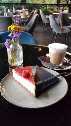 5 coole Cafés in Frankfurt - Diese Hotspots solltest Du dir merken! Unique Recipes, Vegan Recipes Easy, Diabetic Recipes, Ethnic Recipes, Snap Food, Food Snapchat, Cool Cafe, Kinds Of Salad, Sweets