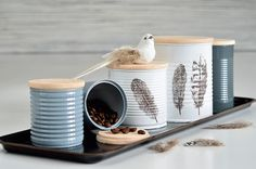 Entdecken Sie in unseren Do-it-yourself-Tipps tolle Ideen für ein schönes Zuhause. Diesmal erklärt Heinke Koriath, Profi für Homestaging und Innenarchitektur, wie Sie alten Dosen kinderleicht upcyclen und so einzigartige Designerstücke als Aufbewahrungsmöglichkeiten basteln können. Garantiert mit Liebe gemacht!