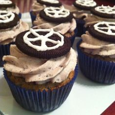 Oreo Tire cupcakes party and cream Baby Boy Cupcakes, Cupcakes For Boys, Car Cupcakes, Car Themed Parties, Cars Birthday Parties, Baking Cupcakes, Cupcake Cakes, Tire Cake, Wheel Cake