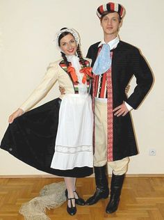 The beauty of folk costume. Just like in other parts of the world, in the old days the folk clothing was one of the main elements of Polish rural culture inscribed into the rich patterns of festivi… Polish Clothing, Folk Clothing, Polish Embroidery, Folk Costume, Ethnic Fashion, Traditional Art, Folklore, Custom Clothes, Ukraine