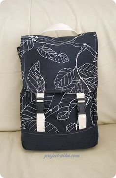 DIY convertible mini-backpack You are in the right place about DIY Backpack black Here we offer you Diy Purse Backpack, Backpack Pattern, Diy Bags Patterns, Purse Patterns, Diy Bags Purses, Convertible Backpack, Creations, Diy Embroidery, Sacs Diy