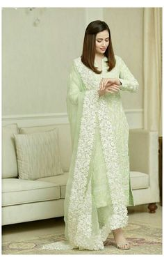 Casual Indian Fashion, Pakistani Fashion Party Wear, Indian Fashion Dresses, Dress Indian Style, Indian Designer Outfits, Best Casual Dresses, Stylish Dresses For Girls, Outfits Casual, Beautiful Pakistani Dresses