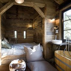 Ideas for Decorating a Family Room with Rustic Cabin Style Chalet Interior, Interior Design, Sweet Home, Cabins And Cottages, Cabins In The Woods, House Goals, Log Homes, Cozy House, Small Spaces