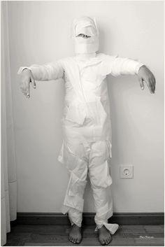 Cómo hacer un disfraz de momia DIY para Halloween con bolsas de basura / How to make mommy DIY Halloween costume with garbage bags