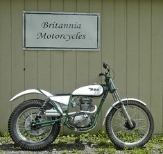 "bsa b25 | The B25 as made by BSA weighing 275lbs and with a 20"" front wheel."
