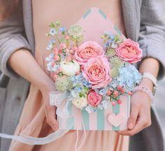 Flower Box Gift, Flower Bag, Flower Boxes, Flower Cards, Fake Flower Arrangements, Flower Centerpieces, Handmade Flowers, Diy Flowers, Rose Cookies