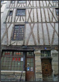 Maison de Nicolas Flamel (1407) située 3 rue Volta. La maison la plus ancienne de Paris.