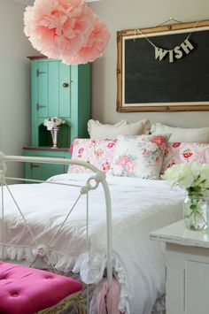 bohemian-fleur:   Love the hanging pink accessories, corner shelf and floral pillows. I could see using white/pastel sheets with a flower blanket on a massage table, or as a throw against all white