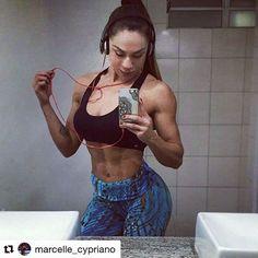Começando a semana com tudo, Marcele veste Art Stilo pra arrasar nos treinos 👊💪 Vem ver de pertinho 😉  #artstilo #euuso #euamo