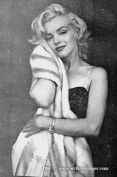 Net Image: Marilyn Monroe: Photo ID: . Picture of Marilyn Monroe - Latest Marilyn Monroe Photo. Vintage Beauty, Hollywood Glamour, Old Hollywood, Viejo Hollywood, Milton Greene, Marilyn Monroe Photos, Marylin Monroe Body, Humphrey Bogart, Norma Jeane