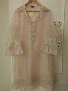 Simple Pakistani Dresses, Pakistani Fashion Casual, Pakistani Dress Design, Pakistani Outfits, Fancy Dress Design, Stylish Dress Designs, Dress Neck Designs, Stylish Dresses For Girls, Casual Dresses