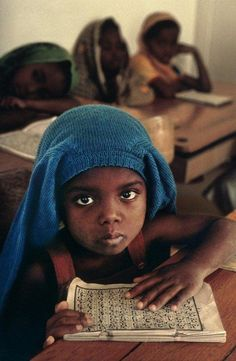 http://www.pondly.com/2011/08/worldwide-portraits-by-steeve-mccurry-94/
