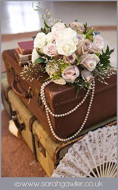 http://mariages-retro.blogspot.fr/2010/03/robes-de-mariees-annees-20-et-ambiance.html