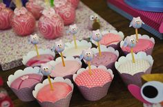 Adorables adornos para cupcakes en una fiesta buho! / Adorable cupcake toppers for an Owl party!