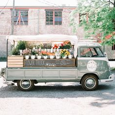 If you didn't know, now you know but flower trucks are a thing. And they are super cute like this one - of Nashville. Imagine giving flowers as wedding favors to your guests and having them receive them from this adorable vintage flower truck. Flower Truck, Flower Farm, My Flower, Cactus Flower, Flower Crown, Fresh Flowers, Beautiful Flowers, Exotic Flowers, Purple Flowers