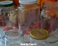 Find out just how easy it is to remove those pesky labels from jars! Here are two easy ways to remove jar labels! Diy Cleaning Products, Cleaning Solutions, Cleaning Hacks, Cleaning Recipes, Cleaning Supplies, Cleaners Homemade, Diy Cleaners, Remove Jar Labels, Label Removing
