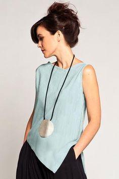 Tina Top in Evian Papyrus Diy Fashion, Fashion Dresses, Fashion Tips, Fashion Design, Fashion Boutique, Mode Crochet, Pulls, Dressmaking, Dress Patterns