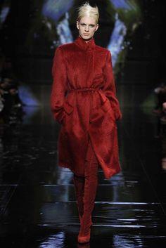 Donna Karan RTW Fall 2014 - Slideshow - Runway, Fashion Week, Fashion Shows, Reviews and Fashion Images - WWD.com
